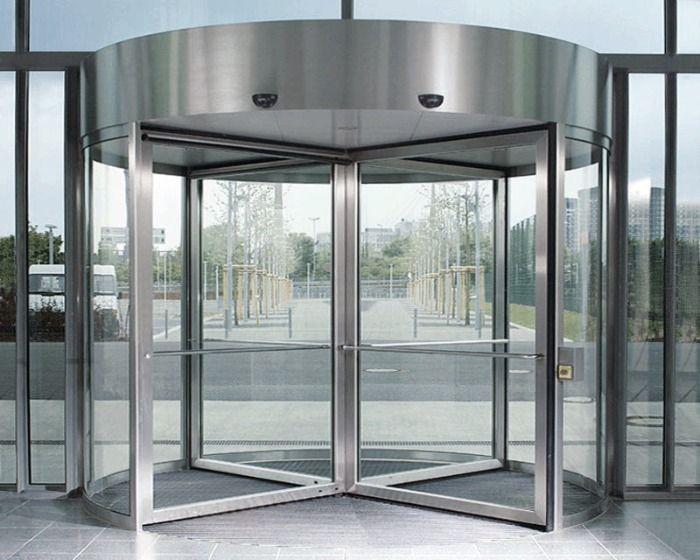 La Junta Directiva de Mensa España instalará puertas giratorias para evitar más desperfectos por los portazos