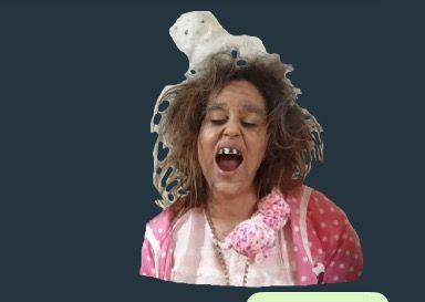 Una mujer desata su ira contra un taller de Vigo