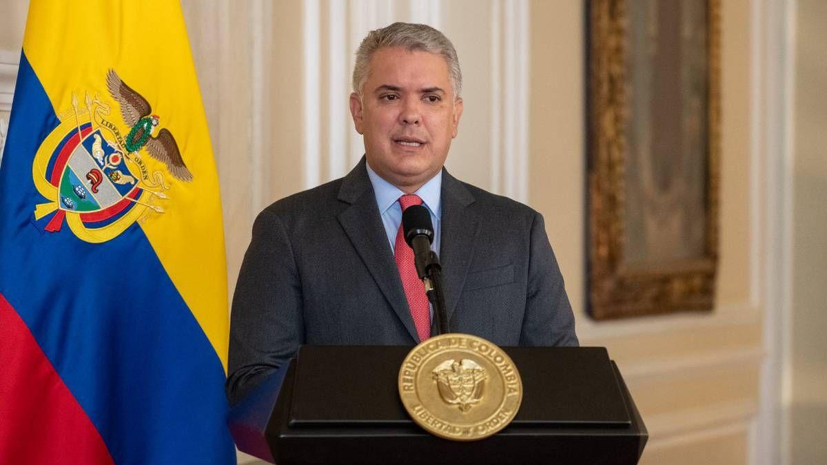 Duque el presidente de Colombia anuncia su retiro del cargo presidencial.