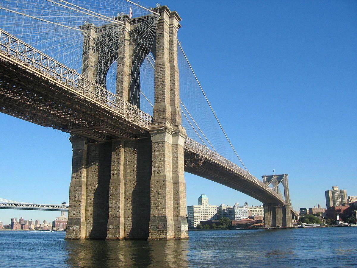 Biden offre une concession d'infrastructure en démolissant partiellement le pont de Brooklyn